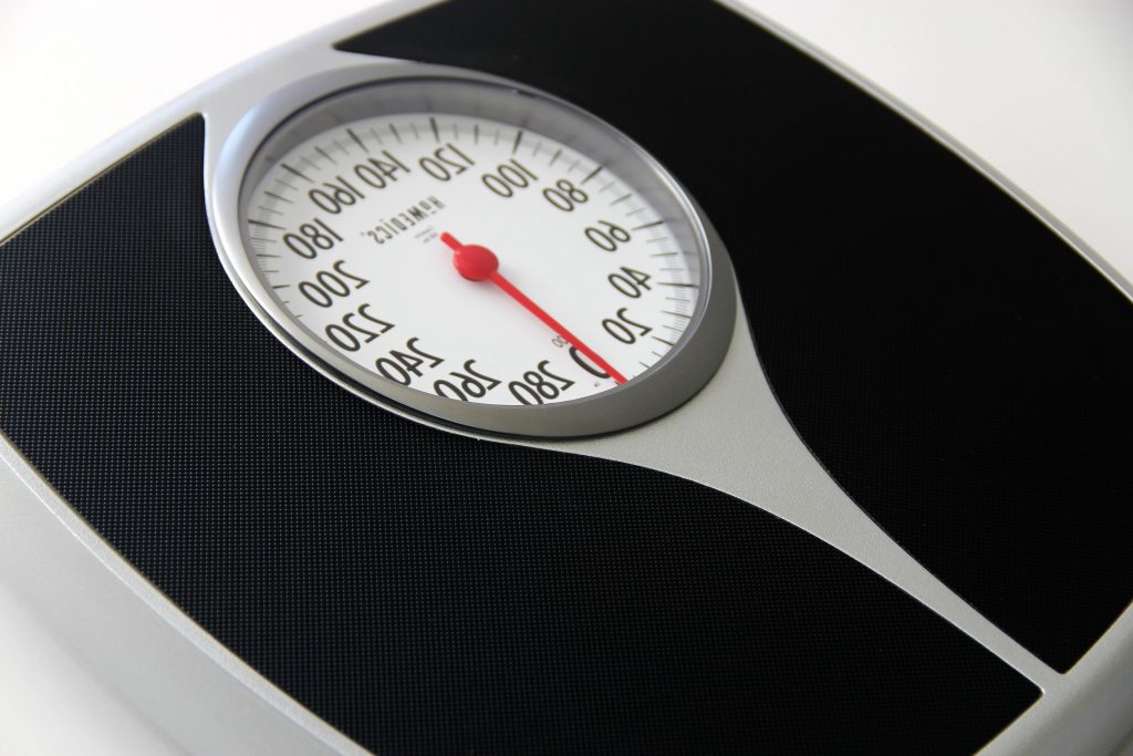 Spring scale used to determine ones weight in pounds