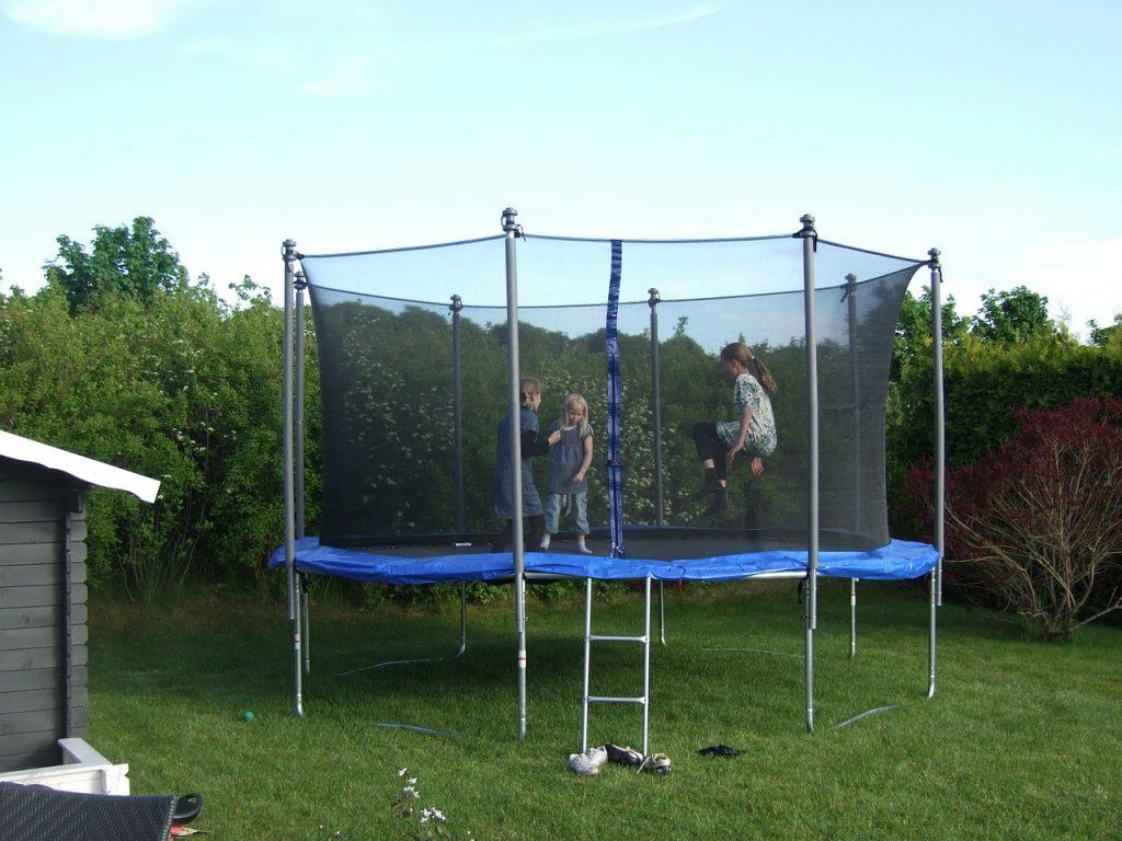 trampoline-182214_1280